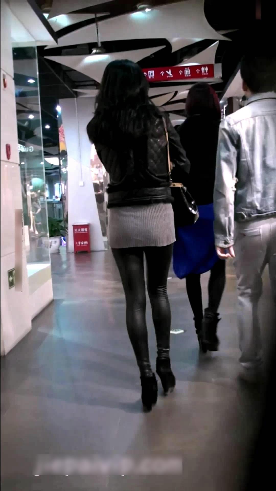【视频名称】:海阔天空长腿美女的紧身皮裤