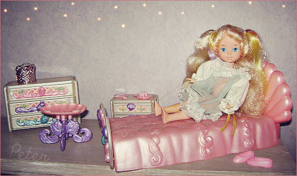 Dame Boucleline  Ladylovelylocks-bedroom-38880d7