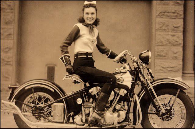 Vieilles photos (pour ceux qui aiment les anciennes photos de bikers ou autre......) - Page 3 Harley-and-girl-8-37df9e1