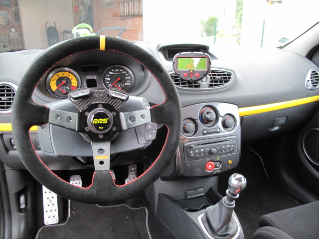 volant clio 3 accessoire renault sport clio 3 rs steering wheel vendo volante de serie clio. Black Bedroom Furniture Sets. Home Design Ideas